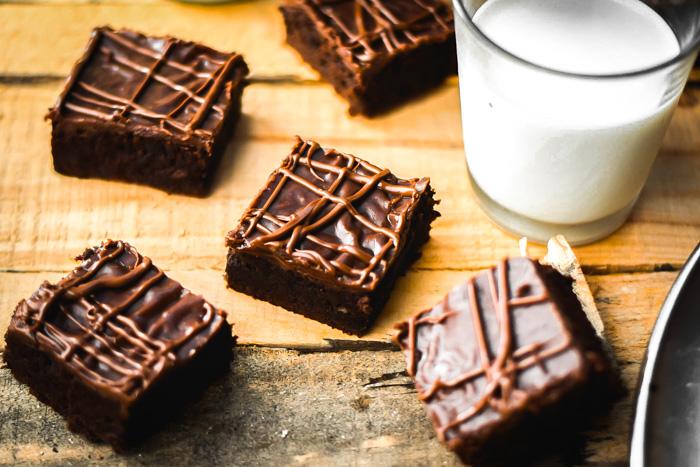 Extra Dark Chocolate Chunk Brownies & Nutella Fudge Frosting (4)
