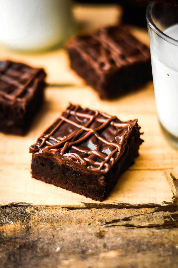 Extra Dark Chocolate Chunk Brownies & Nutella Fudge Frosting (5)